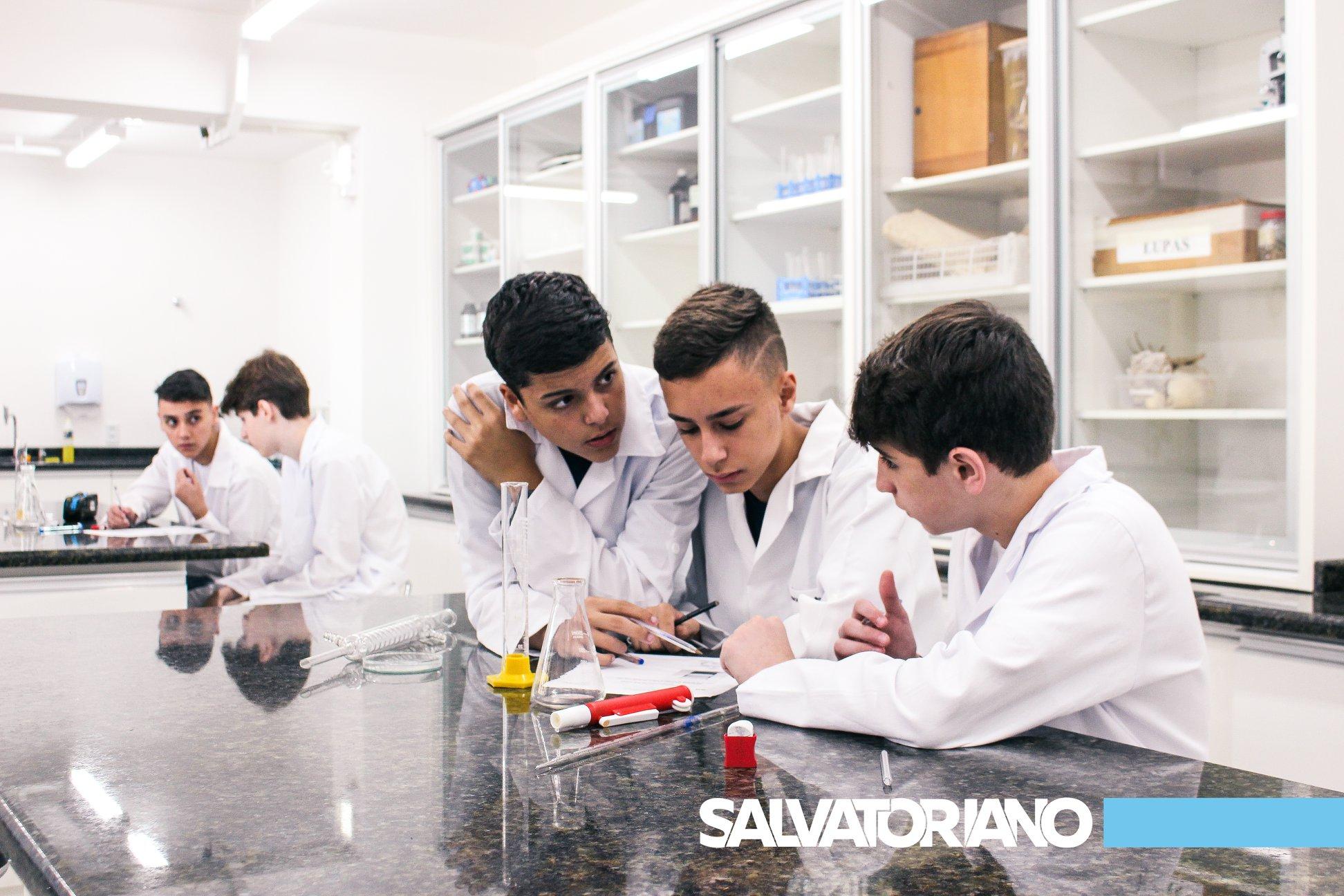 Atividades no laboratório – Ensino Médio